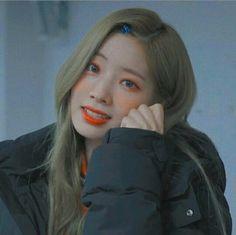 @badbyeboy 🍂 #DAHYUN #ICON #TWICE Twice Jungyeon, Twice Kpop, Nayeon, South Korean Girls, Korean Girl Groups, Indie, Twice Dahyun, Entertainment, Girl Bands
