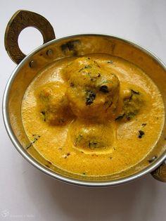 Karfiolove kofty v kari Vegetarian Curry, India Food, Thai Red Curry, Veggies, Tasty, Ethnic Recipes, Indie, Cauliflower, Vegan Curry