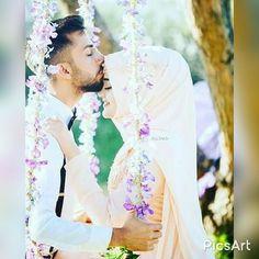Easy Wedding Photography Ideas For Bride & Groom Hijabi Wedding, Muslimah Wedding Dress, Wedding Poses, Wedding Couples, Wedding Ideas, Cute Muslim Couples, Romantic Couples, Cute Couples, Muslim Couple Photography