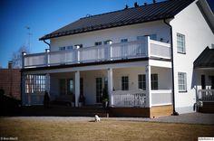valkoinen talo,kivitalo,iso terassi,puukaiteet,koti