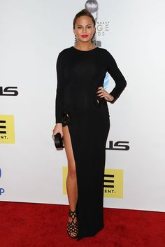 Chrissy Teigen Pregnancy Style | POPSUGAR Fashion Photo 3