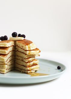 The essentials of fluffy pancakes: tang, rest, and proper skillet heat.