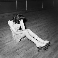 1940's Rollergirl. Rough night, I guess :/