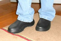 Oofos Clogs in Black for Women #Sponsored Review