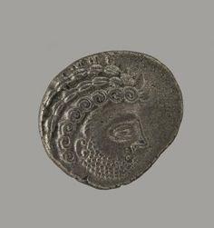 Décembre 2016 :  Statère de  trésor de Saint-Jacques-de-la-Lande découvert aux environs de Rennes en 1941 fin du IIe et du début du Ier s. av. J.-C. Argent. © MAN / V. Gô