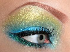 Beautiful eye makeup! Kinda looks like a peacock     PROMOTIONS Real Techniques brushes makeup -$10 http://youtu.be/tl_2Ejs1_9I   #realtechniques #realtechniquesbrushes #makeup #makeupbrushes #makeupartist