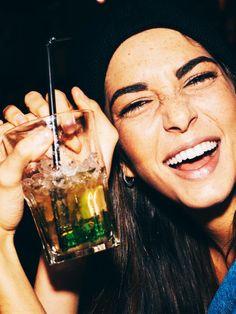 Lässt Alkohol die Augenbrauen wachsen?