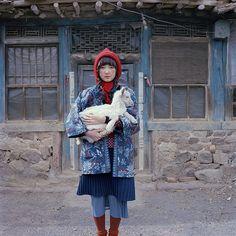 Colourful countryside photography by Shuwei Liu - Stylish Couple, Stylish Kids, Creative Photography, Fashion Photography, Normcore Fashion, Human Poses Reference, Mori Girl Fashion, Urban Style Outfits, Art Model