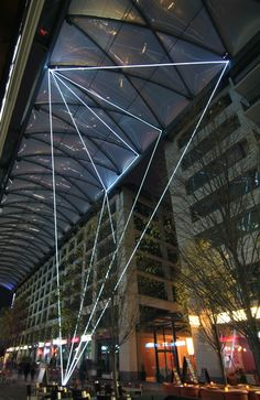 Carlo Bernardini, Suspended Crystallization 2010; optic fibers installation, mt h 25x21x18, Artlight Festival, CityQuartier Domaquarèe, Berlin.