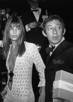 Jane Birkin and Serge Gainsbourg Birkin is wearing the Birkin dress Serge Gainsbourg, Gainsbourg Birkin, Charlotte Gainsbourg, Estilo Jane Birkin, Jane Birkin Style, Mundo Hippie, Hippy Chic, Boho Chic, Boho Style