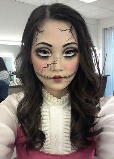 Broken porcelain doll for Halloween Broken Doll Halloween, Broken Doll Costume, Creepy Doll Costume, Scary Dolls, Costume Makeup, Creepy Doll Makeup, Broken Doll Makeup, Cracked Doll Makeup, Scary Makeup