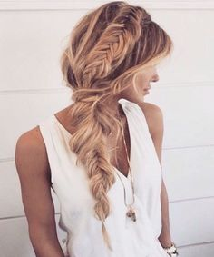 in love with this braid crown/fishtail braid combo.