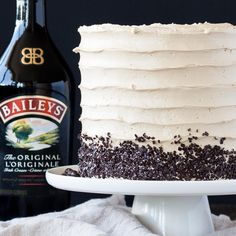 & Baileys Layer Cake The perfect pairing of coffee and Baileys in this delicious layer cake. A vanilla buttermilk cake layered with chocolate ganache and a coffee Baileys swiss meringue buttercream. Baileys Cake, Baileys Cheesecake, Tiramisu Cake, Amaretto Cake, Blueberry Cheesecake, Pumpkin Cheesecake, Sweet Recipes, Cake Recipes, Dessert Recipes