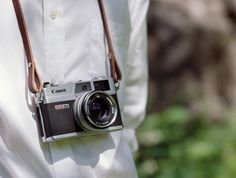 Plain camera strap on Canon QL17 again. The loop through the keyring makes prefect padding against scratches from the keyring on the camera body. Emil does a great job in posing with all cameras in his nice white shirt. Shot on Kodak Portra 160 with Bronica ETRS. #leather #camerastrap #handmade #bronica #canon #tantolunden