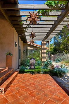 Rancho Santa Fe House: traditional and modern inside and out.