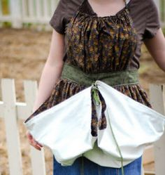 Gathering Apron Tutorial - DIY Gift World