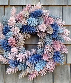 How to Make a Wreath from Pinecones. See the video and tutorial to make a gorgeous wreath by using spray painted pinecones with your favorite colors. Pine Cone Art, Pine Cone Crafts, Wreath Crafts, Diy Wreath, Pine Cones, Diy Crafts, Wood Wreath, Tulle Wreath, Burlap Wreaths