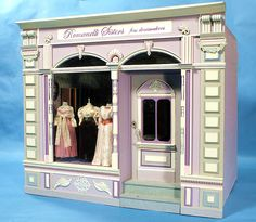 dress Shop named for Mary's mother and four aunts! Vitrine Miniature, Miniature Rooms, Miniature Houses, Victorian Dollhouse, Diy Dollhouse, Dollhouse Miniatures, Dolls House Shop, Doll Houses, Mini Store