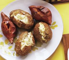 This DIY baked potato buffet is sure to satisfy the whole family. A combination of sweet potatoes and russets makes a crowd-pleasing canvas for cheese, broccoli, bacon, and even eggs. Baked Potato Bar, Baked Potato Recipes, Baked Potatoes, Party Food Containers, Party Food And Drinks, Easy Cooking, Cooking Recipes, Apple Dump Cakes, Good Food