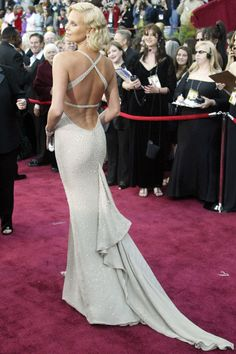 "Charlize Theron in Gucci at the 2004 Academy Awards. (""A look back at 34 of the most iconic backless gowns to ever hit the red carpet"". Charlize Theron, African Actresses, Berlin Film Festival, Oscar Gowns, Backless Gown, Celebrity Red Carpet, Celebrity Gowns, Celebrity Photos, Red Carpet Looks"