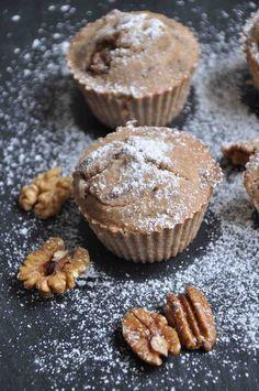 Gesunde Muffins mit Banane & Nüssen (köstlich, glutenfrei & vegan) // Healthy muffins with bananas and nuts (gluten-free & vegan)