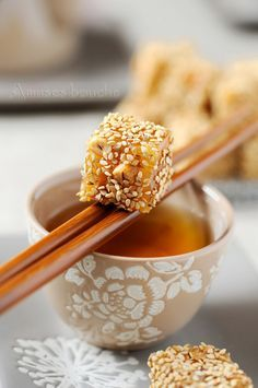 Nougat chinois nuts and sesame Desserts Chinois, Desserts Japonais, Good Food, Yummy Food, Mousse, Japanese Food, Chinese Food, Cooking Time, Asian Recipes