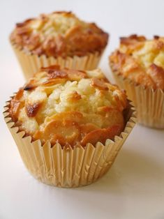 Macadamia Coconut Lime Muffins (Low Carb and Gluten Free) Low Carb Sweets, Low Carb Desserts, Gluten Free Desserts, Low Carb Recipes, Baking Recipes, Cake Recipes, Dessert Recipes, Dinner Recipes, Healthy Recipes