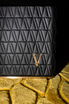 Quintessentially Versace, iconic V-shaped quilting is translated into interiors in the new #VersaceHome collection. Versace Home, Versace Fashion, Home Collections, Continental Wallet, Chanel, Shoulder Bag, Luxury, Bags, Daily News