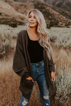 Apr 2020 - Elijah Cardigan - 3 Colors – One Loved Babe Fall Photo Shoot Outfits, Senior Photo Outfits, Cute Fall Outfits, Fall Winter Outfits, New Outfits, Autumn Winter Fashion, Cold Spring Outfit, Cute Camping Outfits, Family Picture Outfits