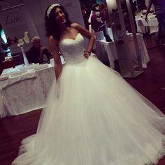 Elegant Tulle Lace Appliques Ball Gown Sweetheart Floor Length Wedding Dress Hot Sale Sleeveless Vestido De Noiva China VB014