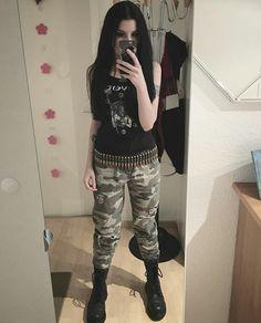 What Demi would wear - grunge goth 5 Metal Fashion, 70s Fashion, Modest Fashion, Girl Fashion, Gothic Fashion, Indian Fashion, Fashion Tips, Alternative Outfits, Alternative Fashion