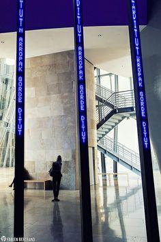 009Espagne  Guggenheim Jenny Holzer© Fabien-Bertrand La-Fabrique-Photo copie