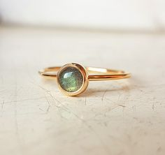 Goldring mit Labradorite, zarter goldener Ring mit Edelstein / light golden ring with green gemstone made by Pangold via DaWanda.com