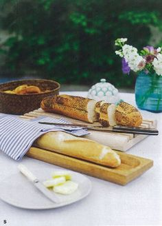 House and Garden Aug 2012 Natural Home Decor, Kitchen Linens, Table Linens, Pain, Delish, Home And Garden, Bread, Cheese, Pure Products