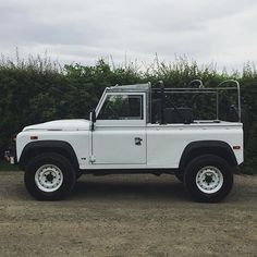 Although never available from Land Rover, the 100 inch wheelbase retains the iconic Defender shape. @blackpaw4x4 #defender #defender100 #tew78x #rebuild #project #softtop #defenderheritage #landroverdesign #factoryfresh #warnwinch #fujiwhite #sharp #myland #rangerover #icon #sideprofile #classiclandrover