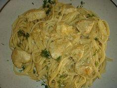 Δοκιμάστε αυτό το απλό φαγάκι ~ το γιαούρτι δένει ωραιότατα με την μουστάρδα και δίνουν μια μυρωδάτη σαλτσούλα που πάει εξαιρετικά με τα ζυμ... Greek Recipes, Desert Recipes, Chicken Recipes, Cabbage, Recipies, Spaghetti, Food Porn, Food And Drink, Health Fitness