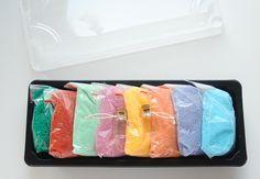 Kolorowy piasek Icing, Cube, Montessori, Desserts, Food, Tailgate Desserts, Deserts, Essen, Postres