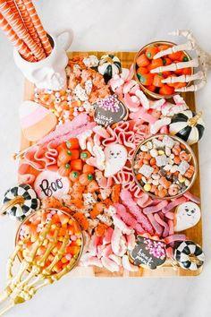 Halloween Snacks, Pink Halloween, Holidays Halloween, Halloween Themes, Spooky Halloween, Halloween Decorations, Halloween Themed Food, Halloween Cookies, Halloween Night