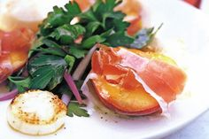 Pan-fried scallops with peaches & parsley salad