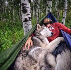 """dereksboy: """"Loki il cane lupo e Kelly in un'amaca su un fuori campo.  """""""