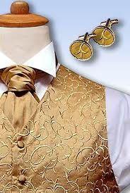 White and Gold Wedding. Groom and Groomsmen. Gold Wedding Ideas for the Groom Wedding Men, Wedding Groom, Wedding Suits, Gold Wedding, Love Story Wedding, Dream Wedding, Wedding Dreams, Wedding Things, Cheep Wedding Ideas