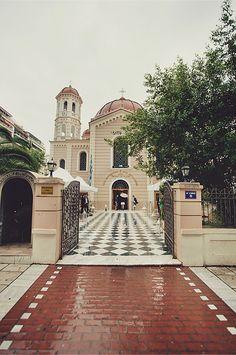 Mitropoli Thessalonikis, a beautiful church in the heart of the town. Greek Beauty, Greece Wedding, Crete Greece, Thessaloniki, Place Of Worship, Beautiful Buildings, Most Beautiful, Wedding Venues, Wedding Planning