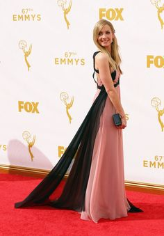 Pin for Later: Toutes les Plus Belles Tenues Vues sur le Tapis Rouge des Emmy Awards Joanne Froggatt Dans une robe J. Mendel.