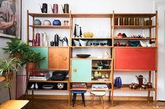 Cuda w Milanówku Bookshelves, Bookcase, Apartment Living, Living Room, Interior Styling, Interior Design, Mid Century Design, Interior And Exterior, Mid-century Modern