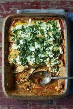 Gezond recept voor een romige vegetarische, koolhydraatarme en glutenvrije lasagne met eieren, parmezaanse kaas, verse basilicum, peterselie, spinazie, buffelmozzarella etc. #koolhydraatarm #glutenvrij,