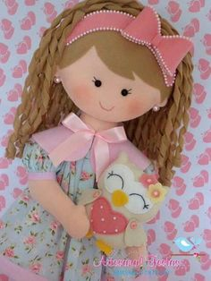 BONEQUINHAS DE FELTRO De feltro Doll Crafts, Diy Doll, Fabric Dolls, Paper Dolls, Felt Fairy, How To Make Toys, Sewing Dolls, Felt Toys, Soft Dolls