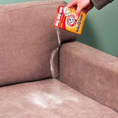 Cleaning Fabric Sofa With Baking Soda And Vinegar - Latest Sofa Pictures Diy Home Cleaning, House Cleaning Tips, Deep Cleaning, Cleaning Hacks, Couch Cleaning, Cleaning Solutions, Clean Sofa Fabric, Clean Couch, Chair Fabric