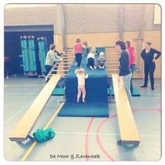 Leuke ideeën voor ouder- en kindgym - kleutergym. Do Exercise, Basketball Court, Yoga, School, Sports, Kids, Fitness, Balloon Games, Motorbikes
