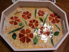 ideas for amazing mosaic tray Mosaic Crafts, Mosaic Projects, Stained Glass Projects, Mosaic Tray, Mosaic Glass, Mosaic Tiles, Mosaic Stepping Stones, Mosaic Artwork, Mosaic Flowers