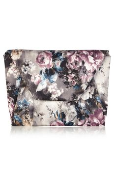 This beautiful clutch bag is the perfect hold-all thanks to its generous size. The Winter Floral Envelope Clutch is fully lined and comes in a seasonal romantic multi toned floral print. Soft to touch this clutch fits perfectly in your hands and comes with a detachable chain for added versatility.